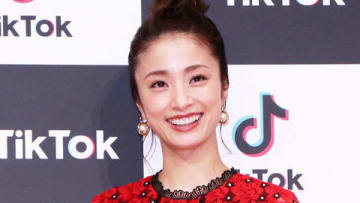 動画アプリ「TikTok」の新CM発表会に登場した上戸彩さん