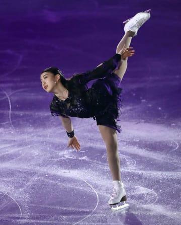 エキシビションで演技する紀平梨花=広島県立総合体育館