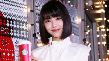 スターバックス コーヒーの「クリスマス ケーキ イルミネーション」点灯式に出席した浜辺美波さん