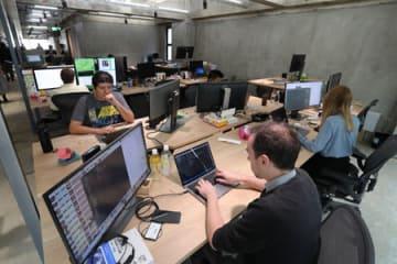 「LINE KYOTO」のオフィス。外国人のスタッフが日本人よりも多い(2018年6月13日撮影、京都市下京区)