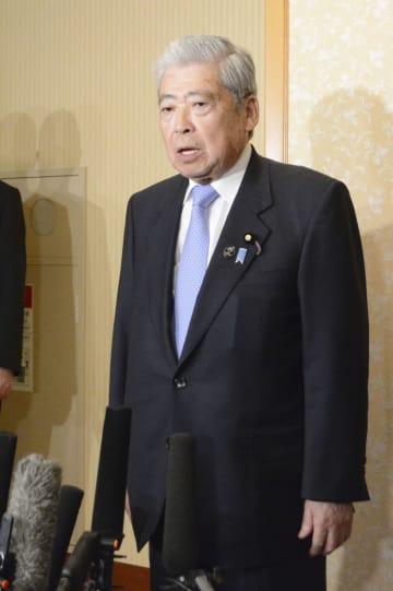 来夏の参院選不出馬を表明する伊達忠一参院議長=12日午後、札幌市