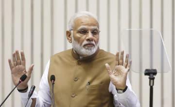 インド・ニューデリーの会合で話すモディ首相=9月(ロイター=共同)