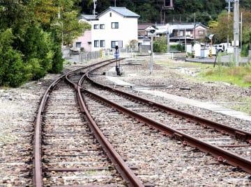休線となっている敦賀港線。JR貨物は、敦賀市の鉄道遺産の活用計画を巡る用地交渉で、全線の買い取りを求めている=福井県敦賀市金ケ崎町