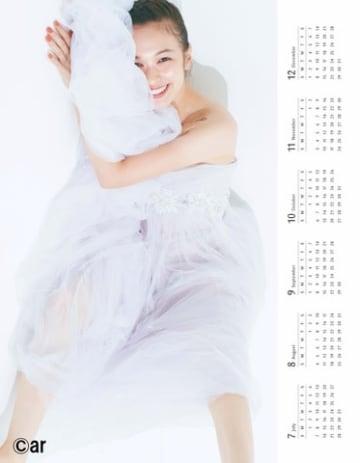 女性ファッション誌「ar」12月号に付属するモデルの森絵梨佳さんのカレンダー