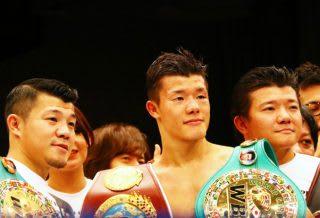 今後は2階級制覇を達成した弟・和毅のサポートと、TFCを盛り上げていきたいと語った興毅(左)