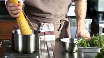 男性の4人に1人「週3日以上料理」若い人ほど高い傾向