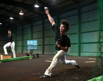 ソフトB武田、今オフ無休で新フォーム固め 理想は藤川球児