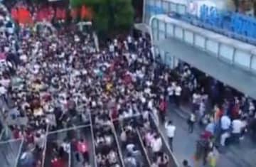 日本の満員電車がすごいって?武漢地下鉄を見たことないのかい?