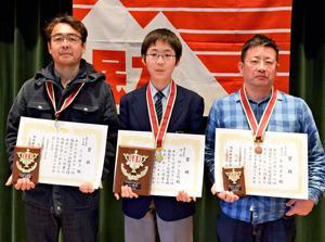 選手権戦は樋口さん初優勝 喜多方で「福島県アマ将棋選手権」