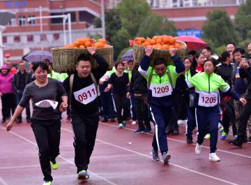 ユニークな競技満載、豊作祝い農民運動会 湖北省