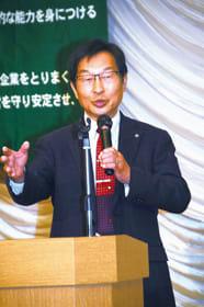 「人を生かす経営」と独自の経営哲学について講演する加藤氏