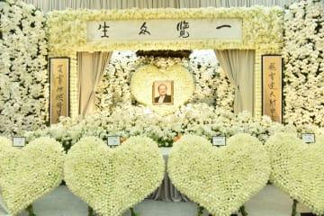 金庸氏の葬儀香港で行われる 大勢の読者が弔問