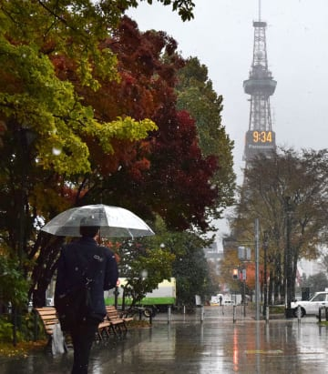昨年は10月23日に初雪となった札幌市の大通公園