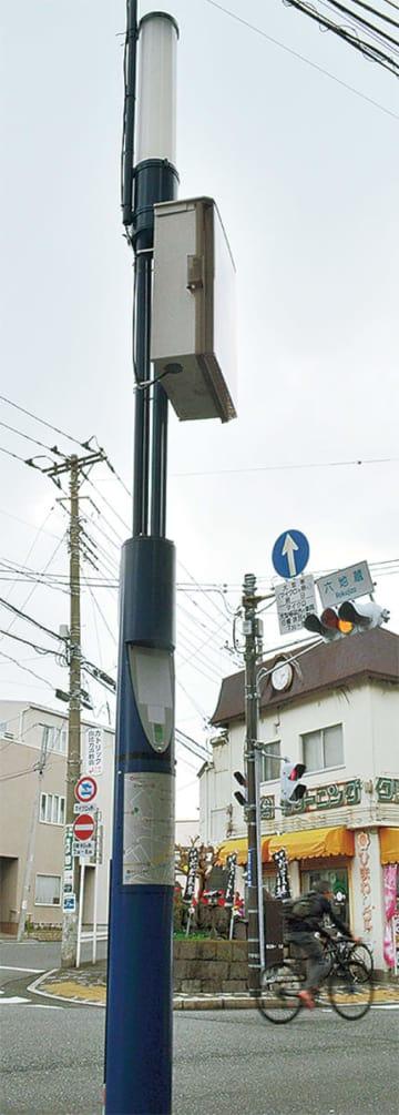 街路灯に設置された箱型のWi-Fiルーター