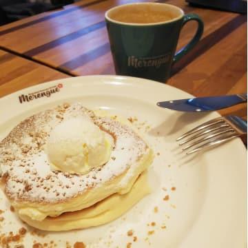 「Merengue(メレンゲ)」のふわっふわパンケーキ、朝は2枚で100円!11月は土日も同価格♪モーニングに急いで!