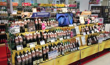 イオンの店舗に並ぶ欧州産のワインなど=8日、東京都品川区