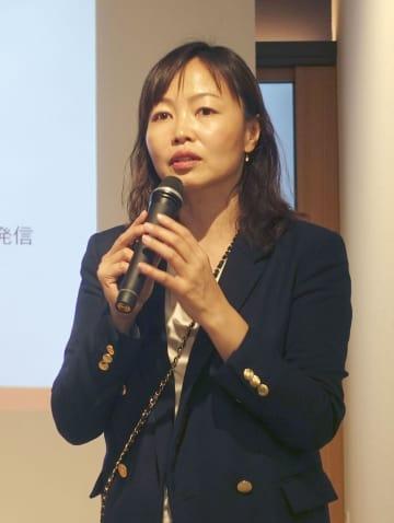 事業について説明するトラストバンクの須永珠代代表取締役=13日午後、東京都千代田区