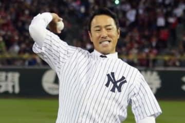 日米野球第4戦の始球式に登場した黒田博樹氏【写真:Getty Images】