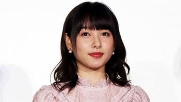 映画「ういらぶ。」の公開記念舞台あいさつに登場した桜井日奈子さん