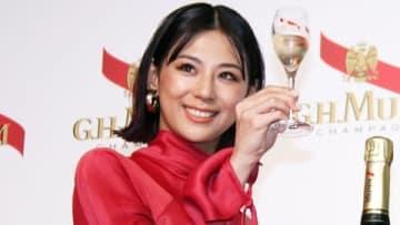 シャンパーニュメゾン「メゾン マム」のイベントに参加した西内まりやさん