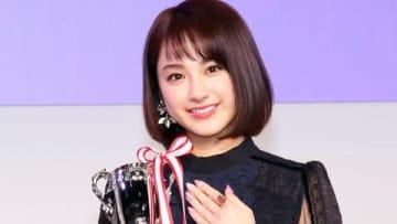 「ネイルクイーン2018」の授賞式に登場した平祐奈さん