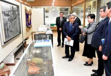 平和への思い託し、戦没者遺品展示 東根・神町駐屯地、県遺族会が寄付