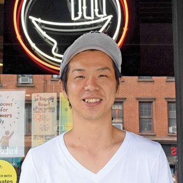 宮下清幸さん 2008年、株式会社ギフトを立ち上げ、「横浜家系ラーメン 町田商店」をオープン。海外店の立ち上げに携わり、17年からニューヨーク店マネジャー。www.eakramen.com