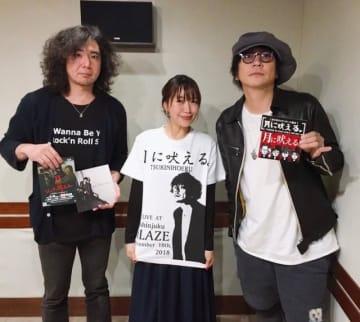 月に吠える。の大森南朋さん(右)と塚本史朗さん(左)。中央は番組パーソナリティの坂本美雨