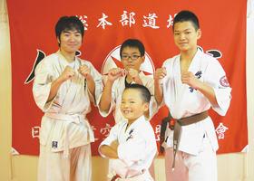 全道大会で上位入賞した(前列)山崎と(後列右から)佐藤、畠山、石川