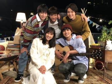仲良し! - (C)あなしん/講談社 (C)2018 映画『春待つ僕ら』製作委員会