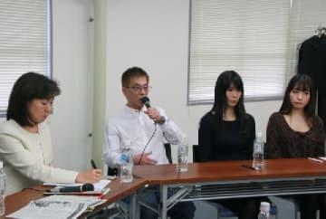 シンポジウムの様子(左から、田中優子さん、安達かおるさん、卜沢彩子さん、八ツ橋さい子さん)