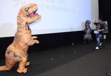これでも食らえ! - ティラノサウルスと松坂大輔投手
