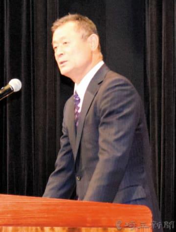 講演する石毛宏典さん=8日午後、埼玉県さいたま市浦和区