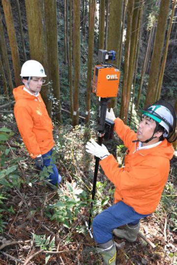 ICTを活用した森林調査について学んだ検討会=14日午後、宮崎市田野町