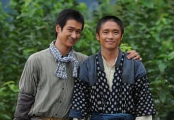 バッサリ!(左から)宮田俊哉、風間俊介