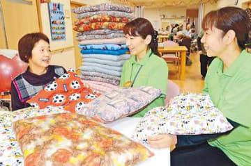 施設に座布団贈り10年 大門の女性ボランティア、今年も30枚届ける