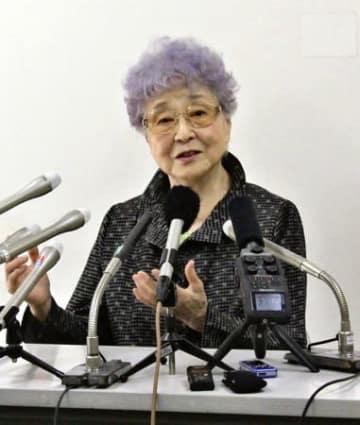 15日で横田めぐみさんが拉致されてから41年となるのを前に、記者会見で拉致問題の早期解決を訴える母早紀江さん=14日、川崎市