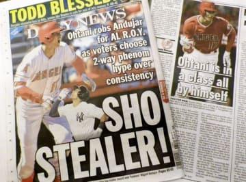 エンゼルス・大谷翔平のア・リーグ新人王受賞を報じる、ヤンキースの本拠地ニューヨークの地元紙=13日(共同)