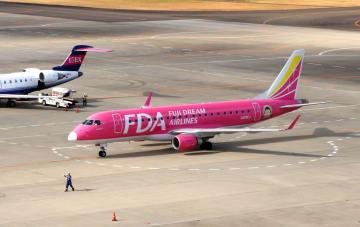 仙台空港に着陸したFDAの旅客機