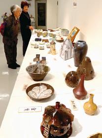 室蘭地区陶芸協会公募展で登別の石川さんが最高賞