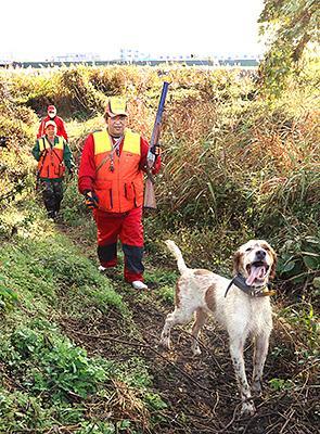 ハンター獲物追う 県内狩猟解禁