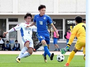 準決勝で3点を挙げた草津東のエース渡辺(18)
