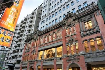 【台北】台湾茶も飲める別世界。優雅なバロック建築のスタバ「保安門市」