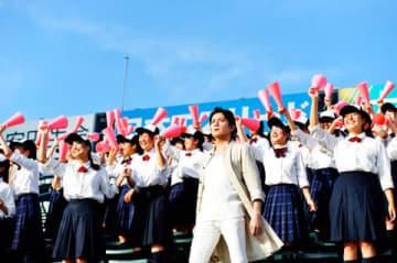 カウントダウンライブ「福山☆冬の大感謝祭 其の十八」を行う福山雅治さん