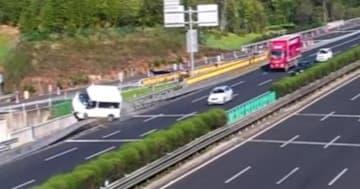 高速道路でバック、とばっちりの車が大クラッシュ―中国