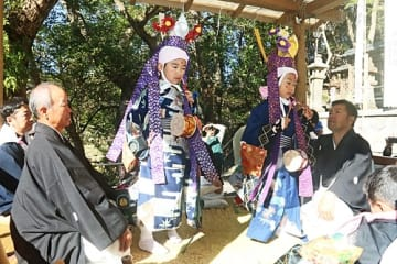 【伝統の稚児舞「やつはち」】