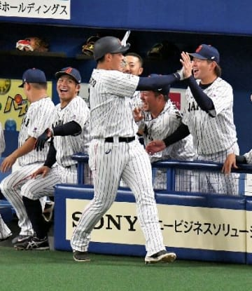 侍・岡本が初4番 西武勢が一挙5人、甲斐キャノンはベンチ/日米野球スタメン