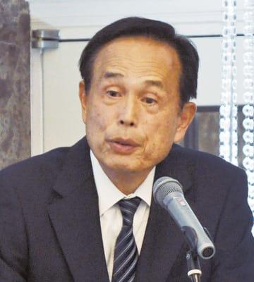 地域の未来について語った加山市長=8日、ラポール千寿閣