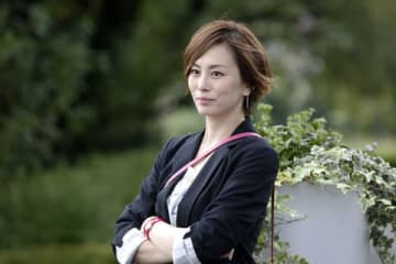 連続ドラマ「リーガルV~元弁護士・小鳥遊翔子~」に主演する米倉涼子さんのファッションにも注目(C)テレビ朝日