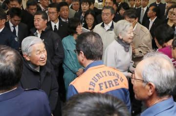 덴노 부부, 홋카이도 이재민 격려